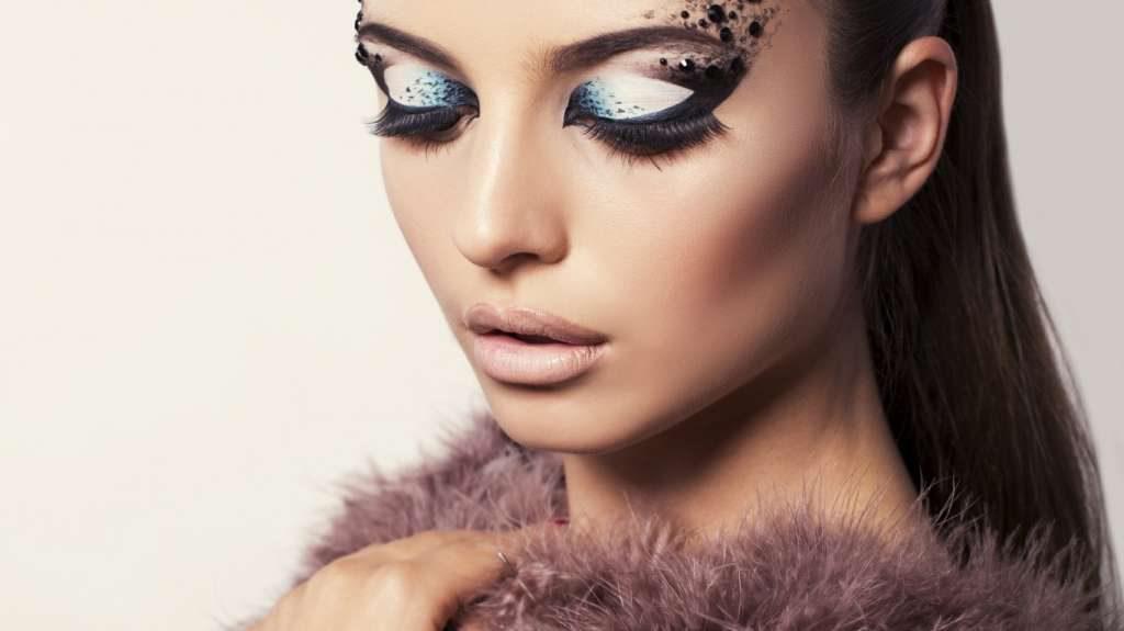 Характерные черты арт-макияжа