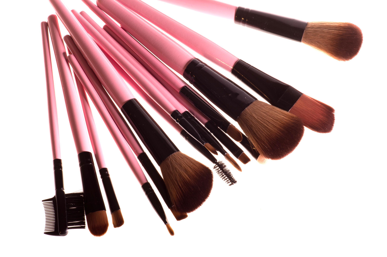 Натуральная и искусственная кисти для макияжа: какая для чего нужна?
