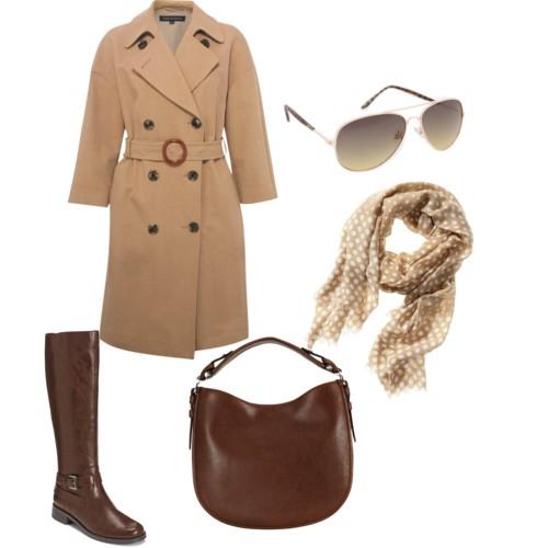 Коричневые сапоги на низком ходу и пальто