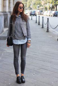 Серый цвет и чёрные джинсы