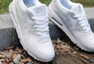 Как чистить белоснежные кроссовки