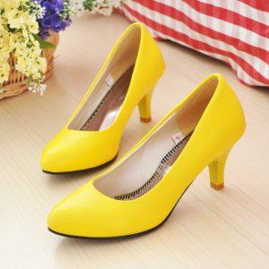 Воплощение женственности: жёлтые туфли на каблуке
