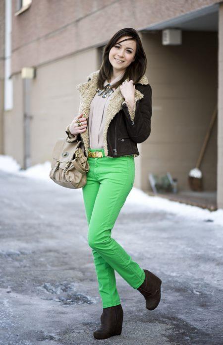 Выбираем обувь к зелёным брюкам