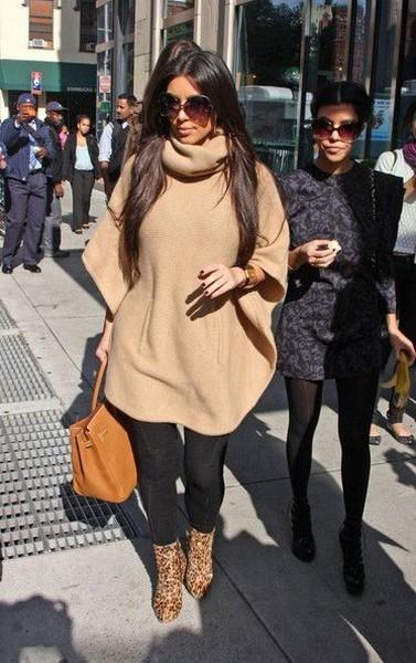 Как можно носить пончо на примерах известных модниц