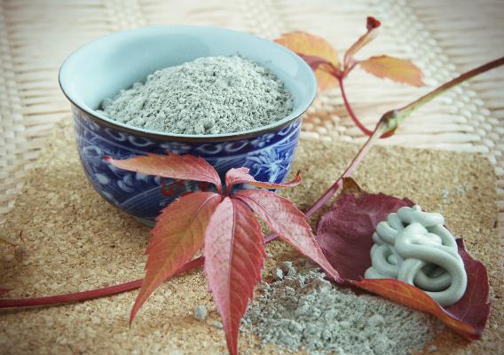 Голубая глина и особенности её применения