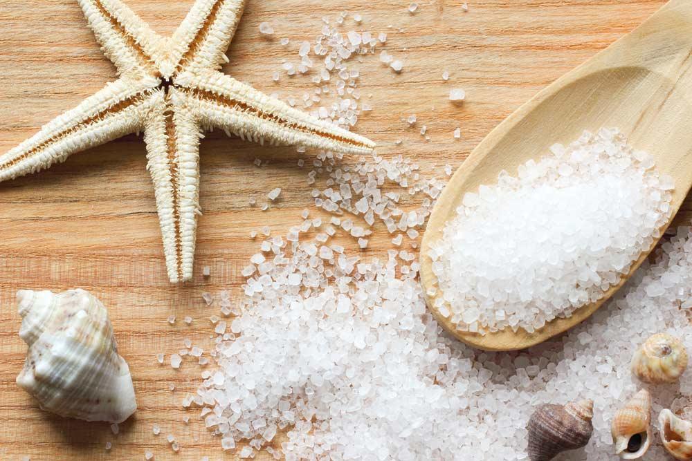 Маска с коньяком и морской солью для роста локонов