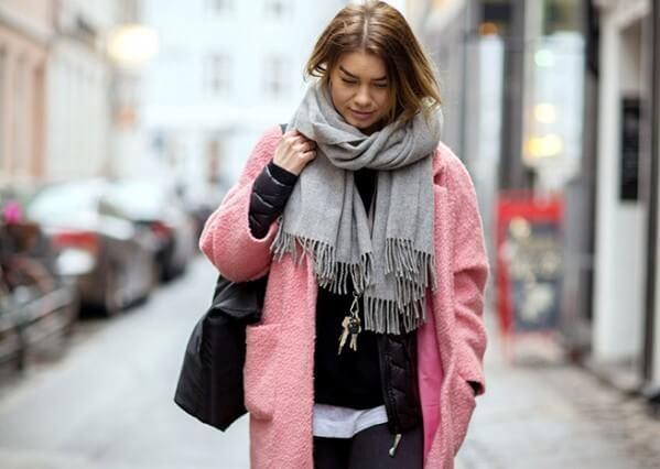 Что носить с розовым пальто