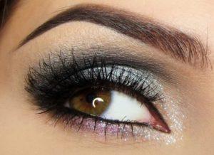 Макияж для карих глаз: серебряный вариант