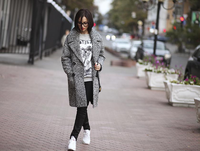 Как носить пальто оверсайз девушкам небольшого роста?