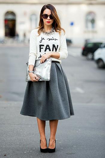 С чем носить серую юбку: фото с блузками, кардиганами, свитерами
