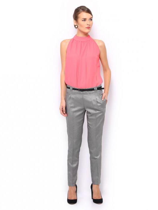 Серые брюки в деловом стиле