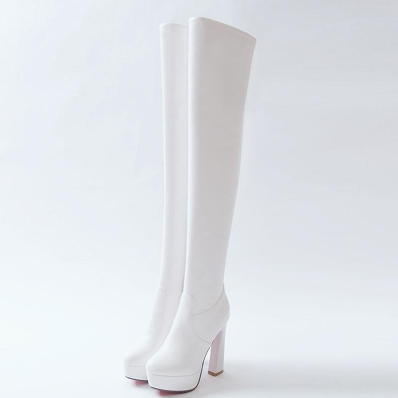 Как почистить белые замшевые сапоги?