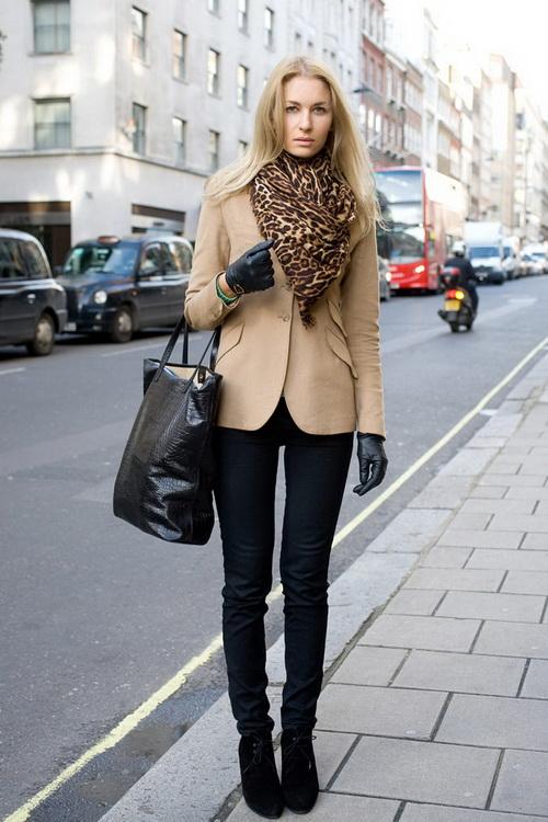 Комплекты к трикотажному и кожаному пиджаку