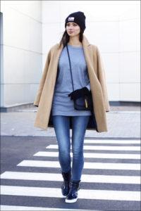 Пальто оверсайз с джинсами