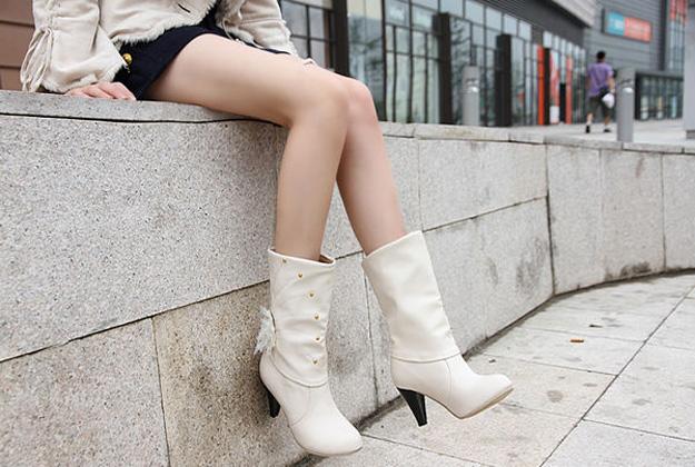 Белые сапоги: с чем носить?
