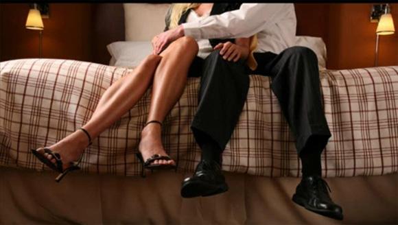 Как изменяет жена при муже — 4