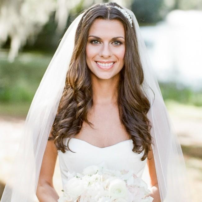 Причёски с распущенными волосами с фатой на свадьбу