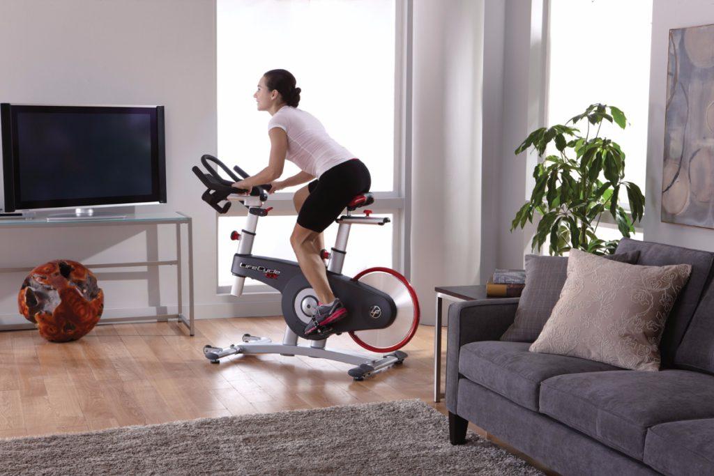 Занятия на велотренажёре для похудения