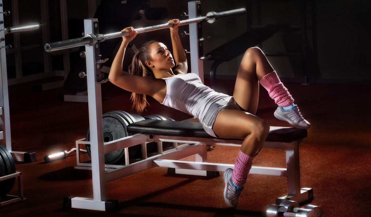 Как девушке начинать тренировку в тренажерном зале для