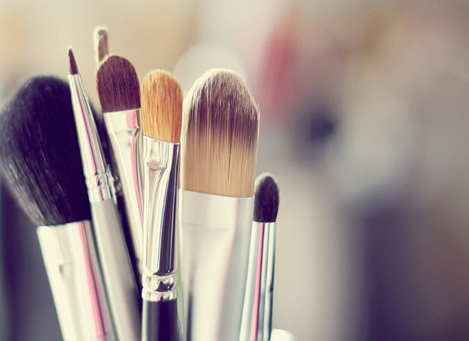 Как правильно хранить кисти для макияжа?