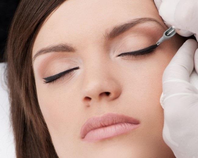 Что должен делать мастер по перманентному макияжу?