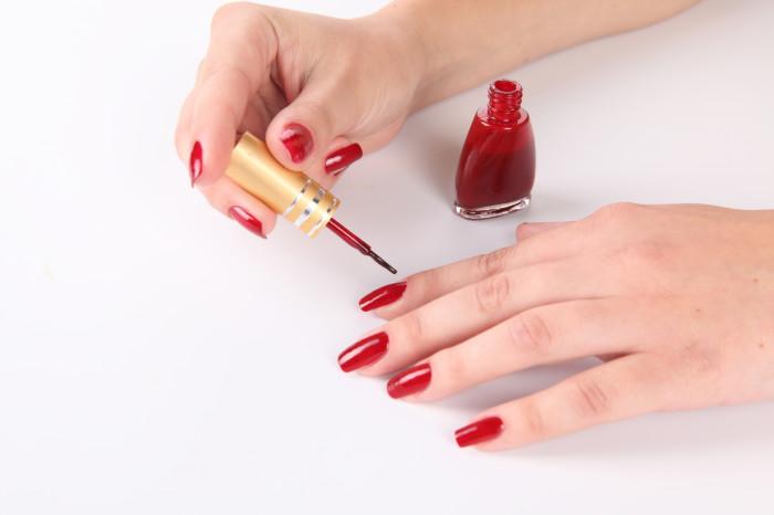 Как можно высушить лак на ногтях быстро