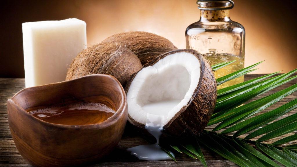 Особенности и возможности кокосового масла в уходе за кожей лица