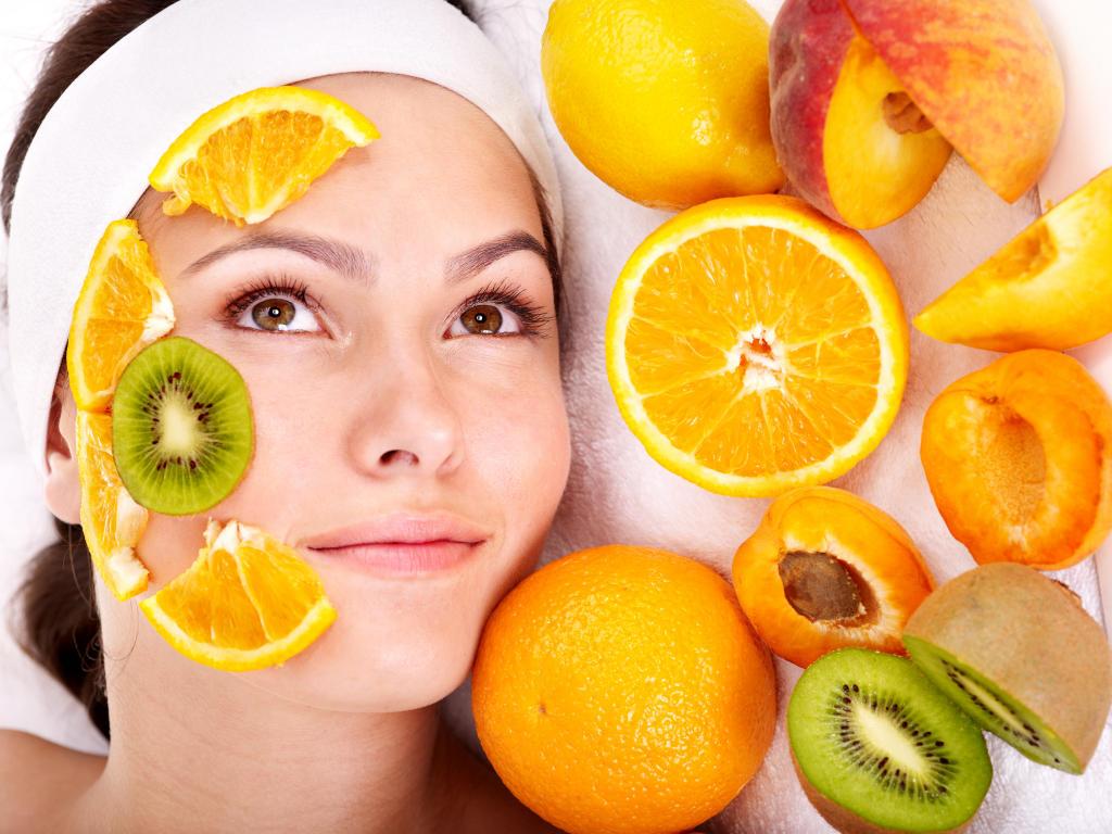 Как можно ухаживать за своей кожей при помощи масок, сделанных в домашних условиях? Какие маски помогут?
