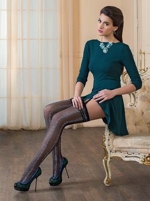 Далее, рассмотрим с вами как правильно носить чулки с платьем и юбкой