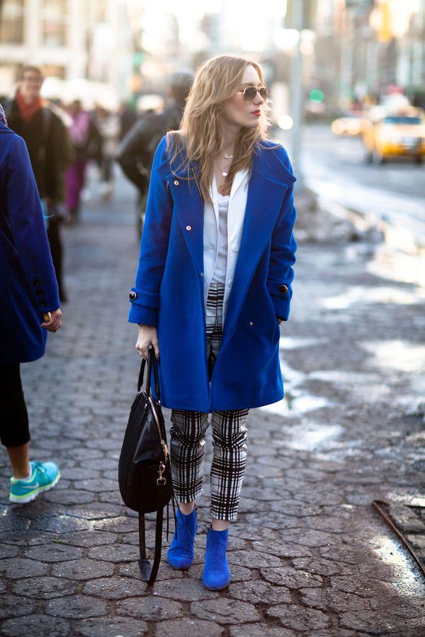 Итак, с чем носить синее пальто?
