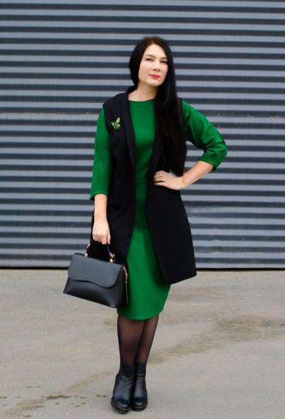 Удлинённый жилет и платье
