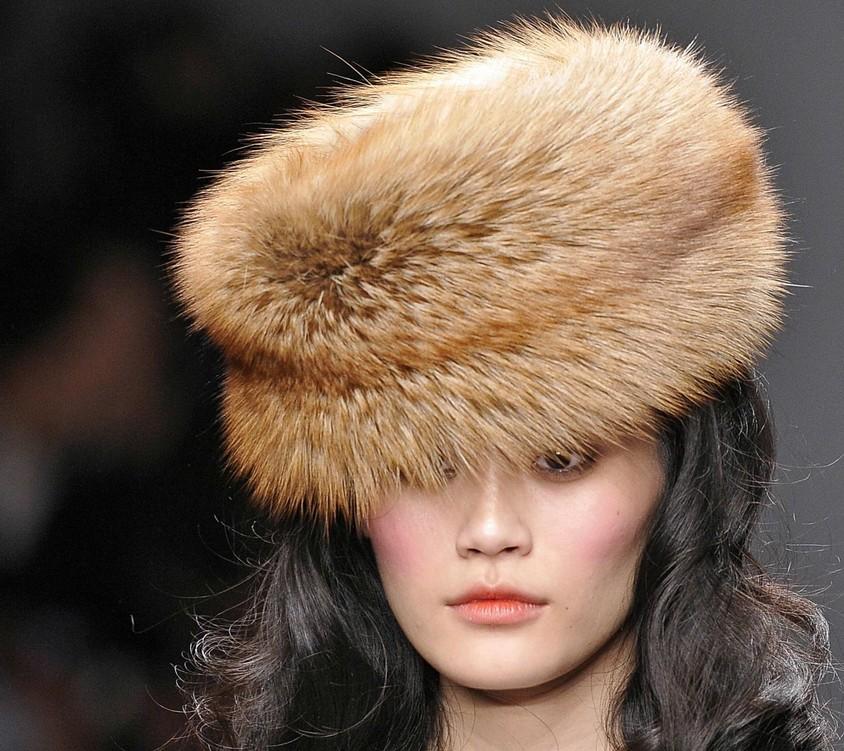 Как ухаживать за меховой шапкой?