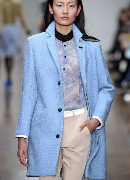 Комплекты с бежевым и голубым пиджаком