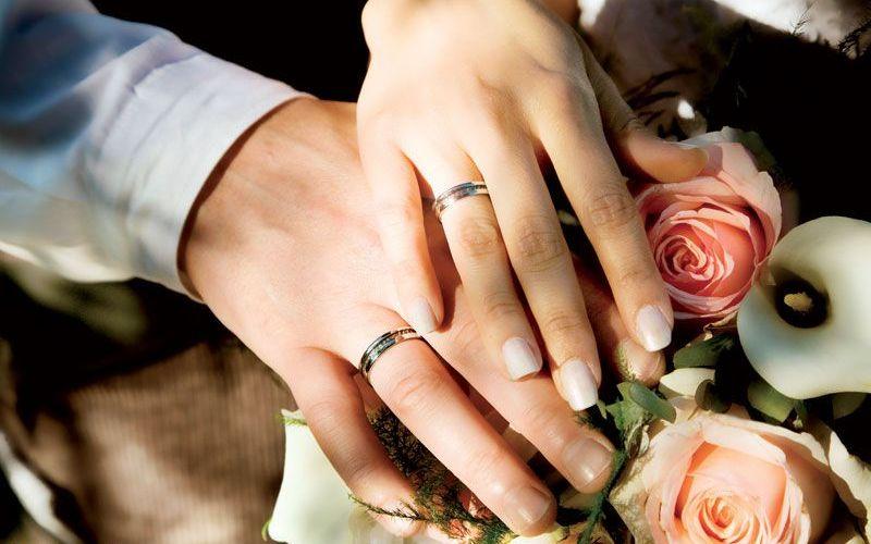 На какой руке носят кольца обручальные в россии