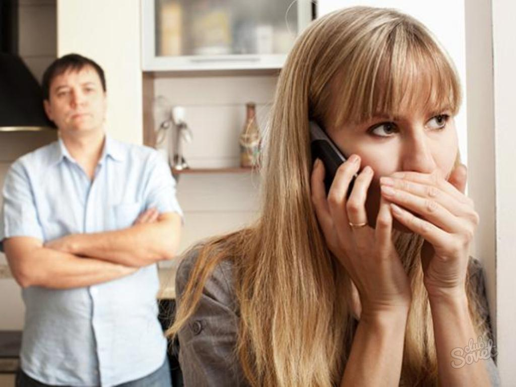 Муж в другой комнате а жена изменяет