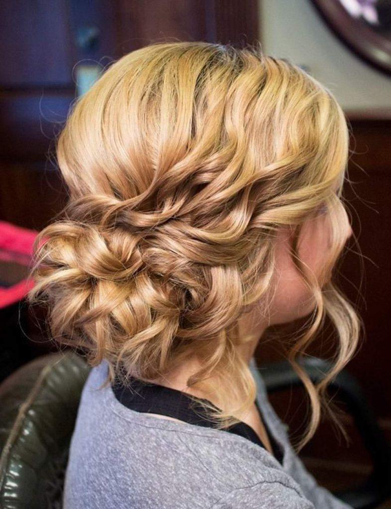 Несложные и интересные укладки для волос средней длины