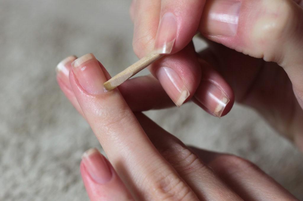 Как удалить кутикулу без обрезания в домашних условиях
